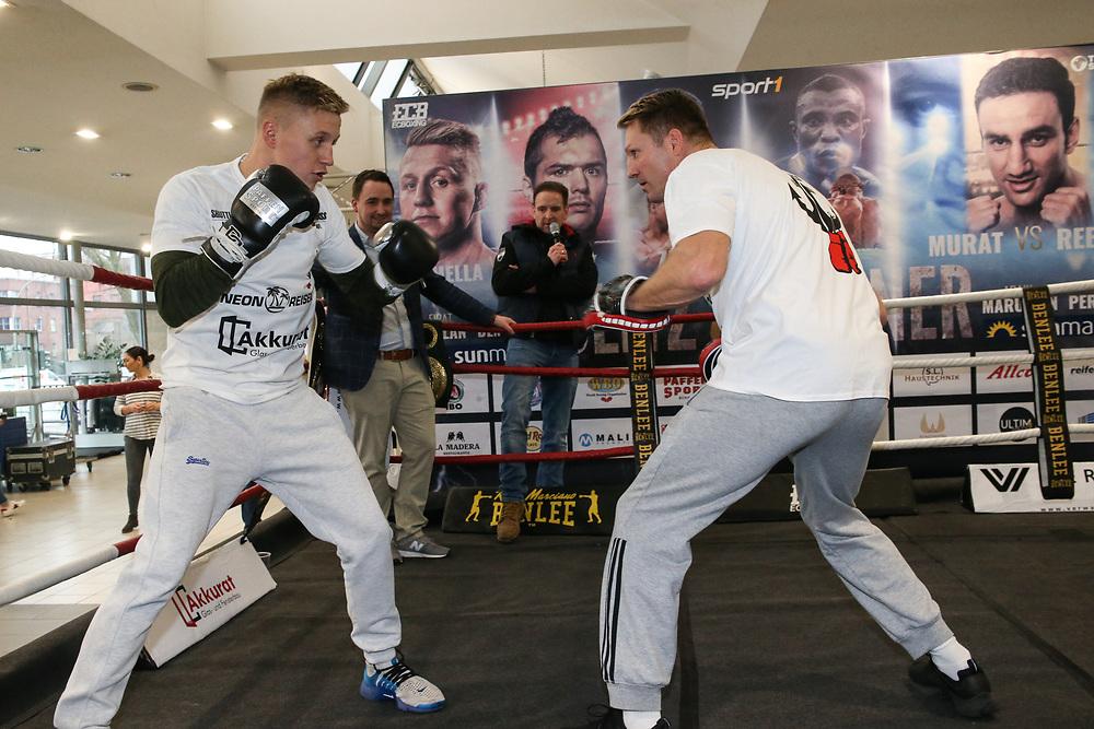 Boxen: EC Boxgala, Donner & Blitz, Public Workout, Hamburg, 21.03.2018<br /> Sebastian Formella und Trainer Mark Haupt<br /> © Torsten Helmke