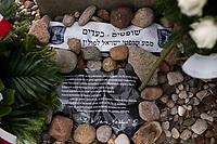 Jedwabne, woj podlaskie, 10.07.2019. Obchody 78. rocznicy mordu na Zydach w Jedwabnem . 10 lipca 1941 roku z rak polskich sasiadow zginelo co najmniej 340 osob narodowosci zydowskiej , ktore zostaly zywcem spalone w stodole . W 2001 r zostal odsloniety pomnik , przy ktorym co roku odbywaja sie uroczystosci upamietniajace te zbrodnie. W tegorocznych obchodach, oprocz przedstawicieli spolecznosci zydowskiej, wzieli udzial rowniez politycy SLD N/z pomnik fot Michal Kosc / AGENCJA WSCHOD