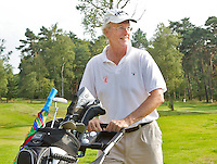 HILVERSUM - NGF voorzitter Ronald Pfeiffer in golfkleding. Viering 100 jaar Hilversumsche Golfclub met de titel 'Once in a Livetime' was van ieder Nederlandse golfclub een voorzitter of ander bestuurlid uitgenodigd. Er waren 165 deelnemers voor  de wedstrijd. Op hole 14 stond een plastic speelgoedauto voor de hole in one. . NGF-voorzitter Ronald Pfeifffer. COPYRIGHT KOEN SUYK