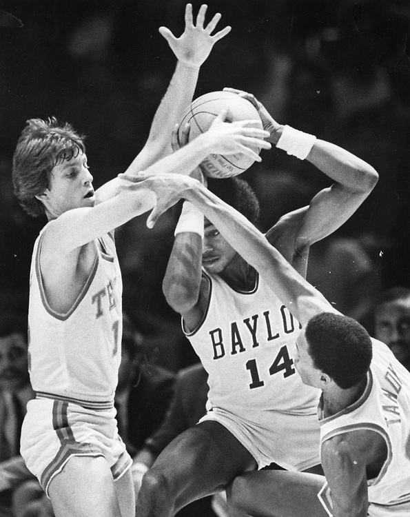 ©1986  University of Texas at Austin men's basketball in Southwest Conference action at the Erwin Center, vs. Baylor