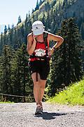 Teilnehmerin an der Mountainman 2012 mit Handy