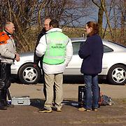Duitse auto gevonden onder verdachte omstandigheden parkeerplaats Stichtse Strand Voorland Blaricum.politie, onderzoek