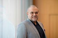 DEU, Deutschland, Germany, Berlin, 05.03.2020: Portrait von Ali Ertan Toprak, Präsident der Bundesarbeitsgemeinschaft der Immigrantenverbände in Deutschland (BAGIV).