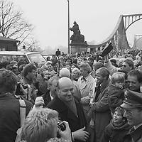 Daß sie, zum ersten Mal aus dem Osten über die Brücke kommend, hautnah westdeutsche Politiker erleben dürfen. Ich denke, das war in der DDR nicht ganz so selbstverständlich wie zu dieser Zeit in der Bundesrepublik.