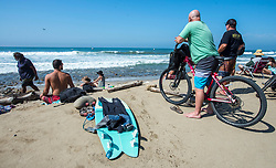 September 6, 2017 - San Clemente, California, USA - Surf fans watch the top women surfers in the world at the Swatch Pro held at Lower Trestles at San Onofre State Beach south of San Clemente on Wednesday, August 6, 2017. (Photo by Mark Rightmire, Orange County Register/SCNG) (Credit Image: © Mark Rightmire/The Orange County Register via ZUMA Wire)