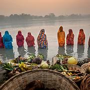 Sonepur 2012 11 20 Bihar Indien<br /> Chat Puja<br /> Morgon Puja och bad i Ganges<br /> <br /> .....<br /> FOTO : JOACHIM NYWALL KOD 0708840825_1<br /> COPYRIGHT JOACHIM NYWALL<br /> <br /> ***BETALBILD***<br /> Redovisas till <br /> NYWALL MEDIA AB<br /> Strandgatan 30<br /> 461 31 Trollhättan<br /> Prislista enl BLF , om inget annat avtalas.