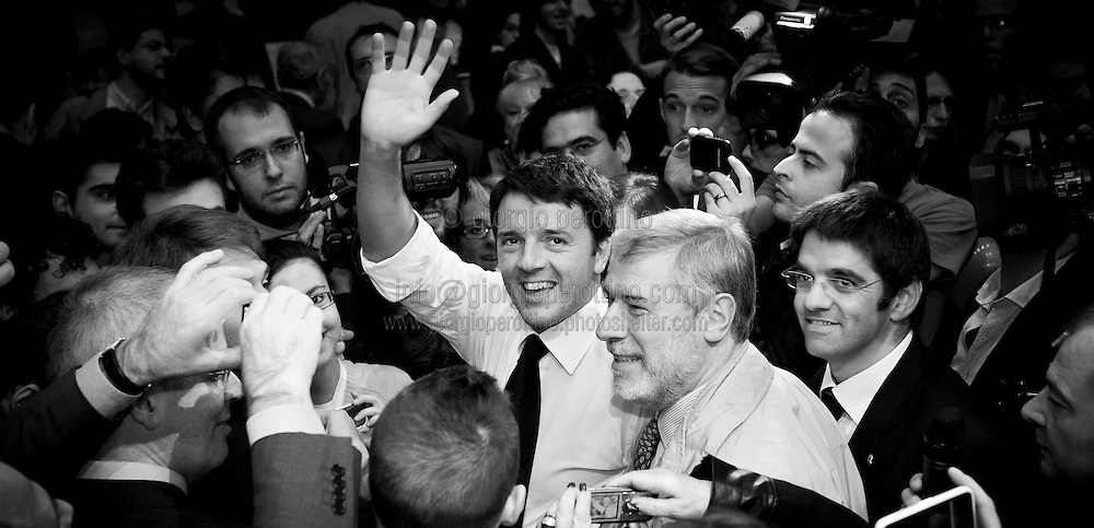 Matteo Renzi smiles and waves to his supporters at the end of his speech during a political campaign convention for the Partito Democratico's primary elections -Italian left wing Party - in Turin, October 21, 2012.