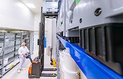 THEMENBILD - Mitarbeiter bei der Produktion von Schüßler Salze des österreichischen Marktführers - der Adler Pharma Produktion und Vertrieb GmbH, aufgenommen am 22. Spetember 2017 in Bruck an der Glocknerstrasse, Österreich // Employee during the production of Schüßler salts of the Austrian market leader - Adler Pharma Produktion und Vertrieb GmbH, Bruck an der Glocknerstrasse, Austria on 2017/09/22. EXPA Pictures © 2017, PhotoCredit: EXPA/ JFK