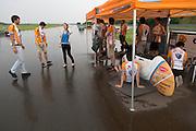 Het team wacht tot beter weer. HPT Delft en Amsterdam is in Senftenberg voor de recordpogingen op de Dekra baan.<br /> <br /> The team is waiting till the rain will stop. The Human Power Team Delft and Amsterdam has arrived in Senftenberg (Germany) to break the world record on the one hour time trial at the Dekra test track.