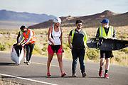 Yasmin Tredell tijdens de vierde racedag. In Battle Mountain (Nevada) wordt ieder jaar de World Human Powered Speed Challenge gehouden. Tijdens deze wedstrijd wordt geprobeerd zo hard mogelijk te fietsen op pure menskracht. De deelnemers bestaan zowel uit teams van universiteiten als uit hobbyisten. Met de gestroomlijnde fietsen willen ze laten zien wat mogelijk is met menskracht.<br /> <br /> In Battle Mountain (Nevada) each year the World Human Powered Speed ??Challenge is held. During this race they try to ride on pure manpower as hard as possible.The participants consist of both teams from universities and from hobbyists. With the sleek bikes they want to show what is possible with human power.