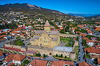 Georgie, Caucase, région de Mtskheta-Mtianeti, Mtskheta, ville spirituelle où le christianisme a été établi en 327 après JC, cathédrale Svétiskhvéli, vue aerienne // Georgia, Caucasus, Mtskheta-Mtianeti region, Mtskheta,  Svétiskhvéli cathedral, aerial view