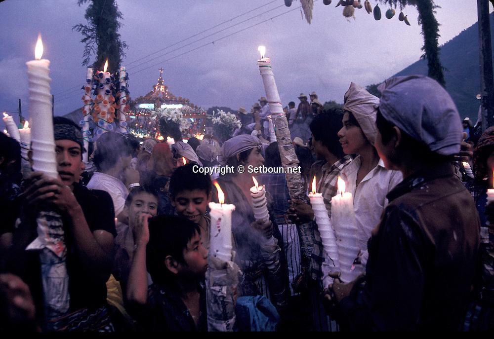 Guatemala. PROCESSION . easter passion; Holy friday in  Santiago Atitlan  Guatemala       /   Le Vendredi Saint a Santiago Atitlan.  Santiago Atitlan  Guatemala    /  R00009/93    L0007044  /  R00009  /  P0004192