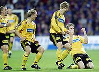 Fotball<br /> Semifinale NM 2005<br /> Lillestrøm v Vålerenga 2-0<br /> 21.09.2005<br /> Foto: Morten Olsen, Digitalsport<br /> <br /> Frode Kippe (th) jubler for 2-0 til LSK sammen med (R-L) Anders Rambekk, Pål Strand og Christoffer Andersson