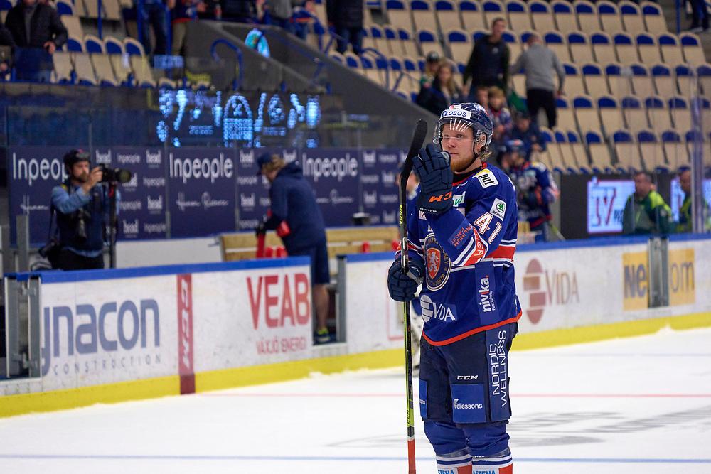 2021-09-25 VÄXJÖ<br /> Växjö Lakers - Rögle BK<br /> SHL Omgång 5<br /> <br /> 3-2 SLUT<br /> <br /> Växjö Lakers Ludvig Nilsson,<br /> <br />  ***betalbild***<br /> <br /> Foto: Peo Möller<br /> <br /> SHL, ishockey, Växjö Lakers, is, rink, spelare, hockey, hockeyspelare, Växjö, ishall, Vida Arena, Rögle BK, Rögle