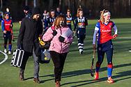 BILTHOVEN -  Hoofdklasse competitiewedstrijd dames, SCHC v hdm, seizoen 2020-2021.<br /> Foto: Manager Astrid Kersseboom (SCHC) en Pien Dicke (SCHC) gaan de rust in