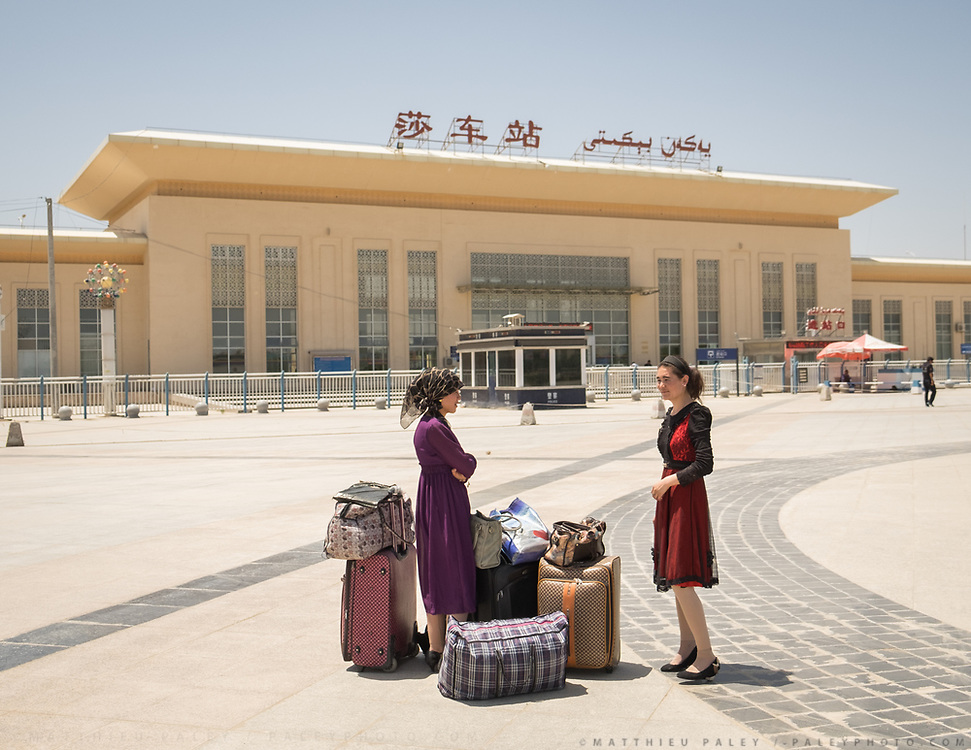 "Arrival in Yarkand city, waiting for pick up. The sign says ""Train station"" in both Mandarin (left) and Uighur language."