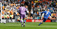 Photo: Steve Bond/Richard Lane Photography. <br />Leicester City v Sheffield Wednesday. Coca-Cola Championship. 26/04/2008. Iain Hume (R) watches his shot cross the line