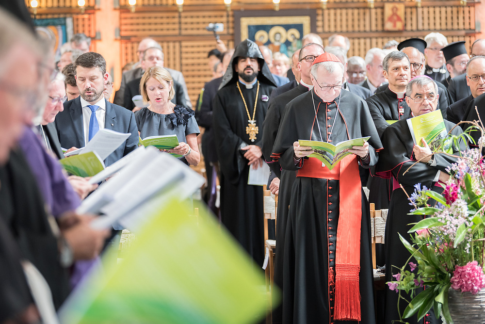 """21 June 2018, Geneva, Switzerland: On 21 June 2018, the World Council of Churches receives a visit from Pope Francis of the Roman Catholic Church. Held under the theme of """"Ecumenical Pilgrimage - Walking, Praying and Working Together"""", the landmark visit is a centrepiece of the ecumenical commemoration of the WCC's 70th anniversary. The visit is only the third by a pope, and the first time that such an occasion was dedicated to visiting the WCC. Here, an ecumenical prayer service with religious leaders from all over the world."""