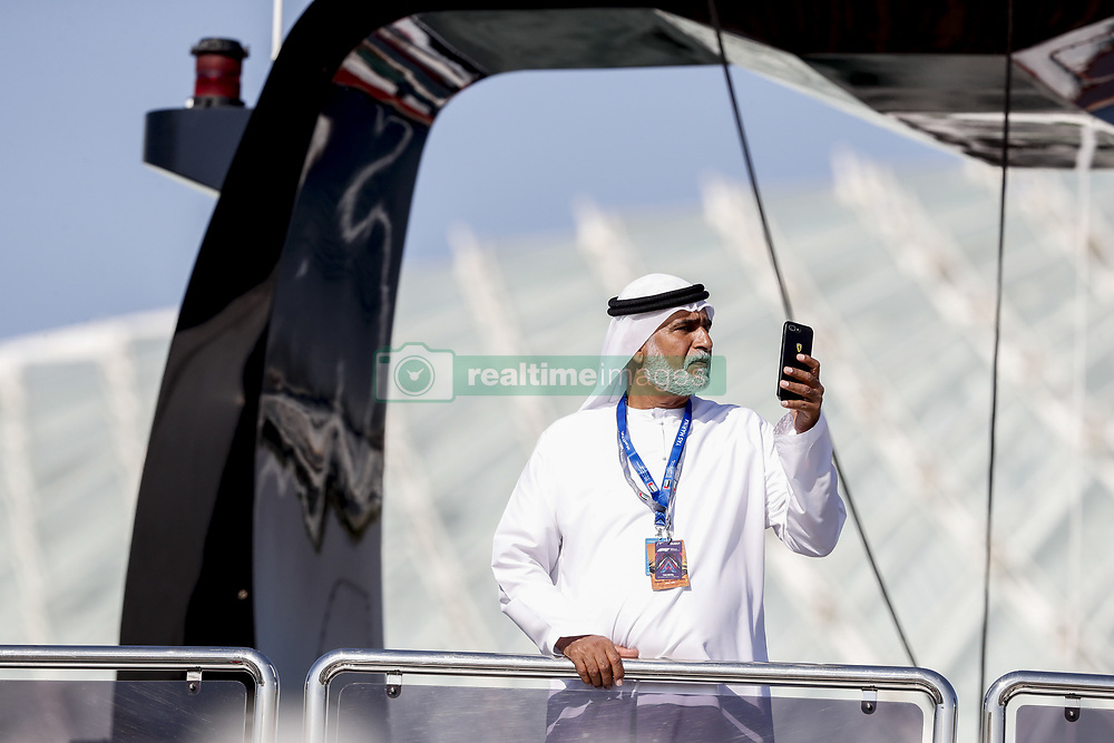 November 23, 2018 - Abu Dhabi, United Arab Emirates - Motorsports: FIA Formula One World Championship 2018, Grand Prix of Abu Dhabi, World Championship;2018;Grand Prix;Abu Dhabi, Sheikh taking pictures with phone  (Credit Image: © Hoch Zwei via ZUMA Wire)