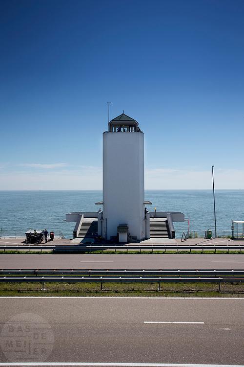 Het monument aan de Afsluitdijk bij Den Oever. In 1932 werd de opening tussen de Waddenzee en de toenmalige Zuiderzee gesloten. Nu is het een belangrijke verkeersader tussen Friesland en Noord-Holland en scheidt het de Waddenzee met het IJsselmeer.<br /> <br /> In 1932, the gap between the Wadden Sea and the former Zuiderzee closed by the Afsluitdijk. Now it is a major thoroughfare between Friesland and North Holland and it separates the Wadden Sea from the IJsselmeer.