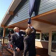 Opening nieuw clubhuis Laarensche Mixed Hockeyclub door burgemeester Elbert Roest
