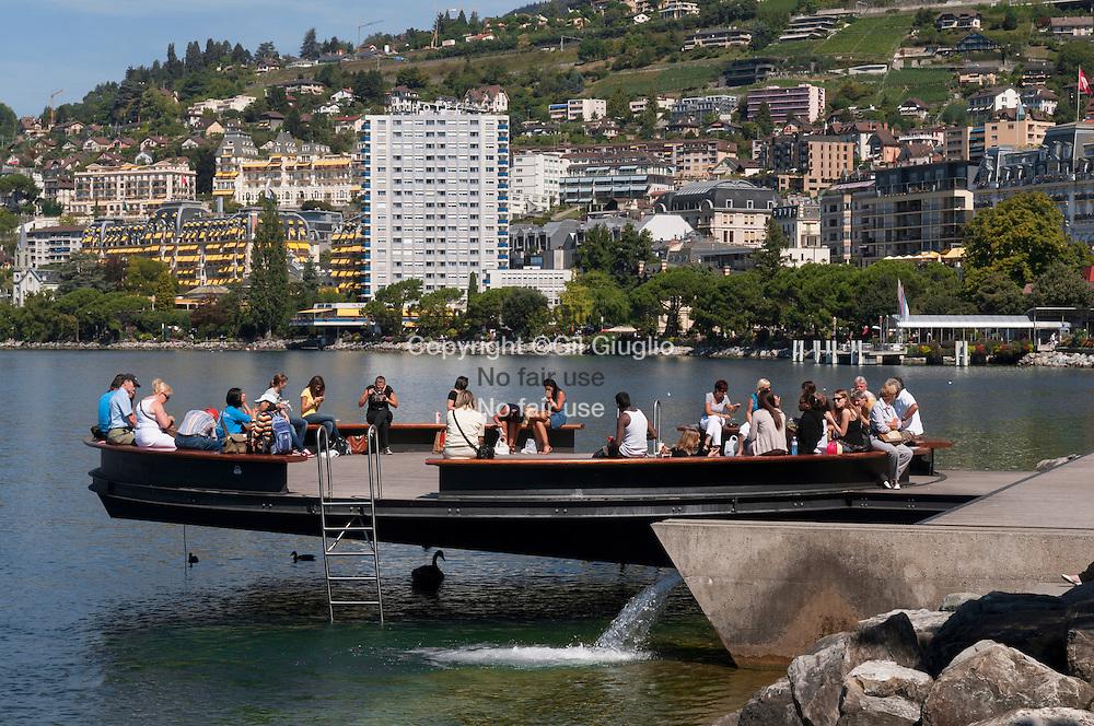 Suisse, Canton de Vaud, Région du Léman, Montreux, le Ponton Rond sur le lac// Switzerland, Canton of Vaud, region of Leman, Montreux, Ponton Rond on lake