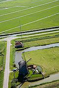 Nederland, Noord-Holland, Schermer, 14-07-2008;Molendijk met molen en gemaal (beide) gebruikt voor bemaling polder; het dieselgemaal is voorzien van een GSM mast voor mobiele telefonie; poldergemaal; . .luchtfoto (toeslag); aerial photo (additional fee required); .foto Siebe Swart / photo Siebe Swart