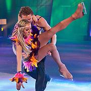 NLD/Hilversum/20110304 - Sterren Dansen op het IJs show 6, Michael Boogerd laat danspartner  Darya Nucci vallen