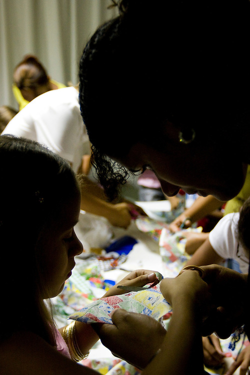 Belo Horizonte_MG, Brasil...Oficina de bonecos em um hospital...The doll workshop in the hospital...Foto: BRUNO MAGALHAES /  NITRO