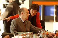 16 JAN 2002, BERLIN/GERMANY:<br /> Walter Riester, SPD, Bundesarbeitsminister, und Ulla Schmidt, SPD, Bundesgesundheitsministerin, im Gespraech, vor Beginn der Kabinettsitzung, Bundeskanzleramt<br /> IMAGE: 20020116-01-008<br /> KEYWORDS: Kabinett, Sitzung, Gespräch
