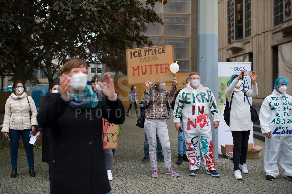 """DEU, Deutschland, Germany, Berlin, 12.05.2021: Protestaktion vor dem Bundesgesundheitsministerium unter dem Motto """"Walk of Care"""" anlässlich des internationalen Tags der Pflege."""