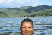 Vale do Jequitinhonha_MG, Brasil...Rio Jequitinhonha, no Vale do Jequitinhonha, Minas Gerais. Na foto um garoto nadando no rio...Jequitinhonha river, in Vale do Jequitinhonha, Minas Gerais. In this photo a boy is swimming in the river...Foto: JOAO MARCOS ROSA / NITRO