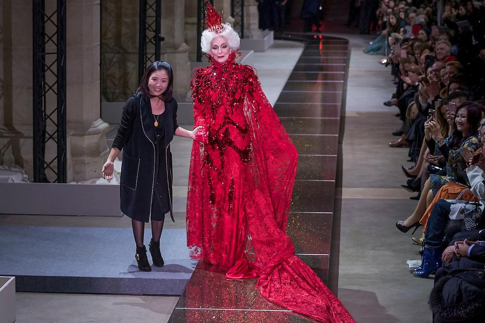 January 25, 2017, Paris, France. Models on the runway during the Guo Pei Haute Couture Spring Summer 2017 fashion show during the Paris Fashion Week.  <br /> <br /> 25 janvier 2017, Paris, France. Mannequins pendant le défilé Haute Couture Printemps été 2017 de Guo Pei lors de la Fashion Week de Paris.