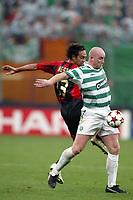 Fotball<br /> UEFA Champions League 2004/2005<br /> Foto: Dppi/Digitalsport<br /> NORWAY ONLY<br /> <br /> AC MILAN v CELTIC FC<br /> <br /> 29/09/2004<br /> <br /> JOHN HARTSON (CEL) / ALESSANDRO NESTA (MIL)