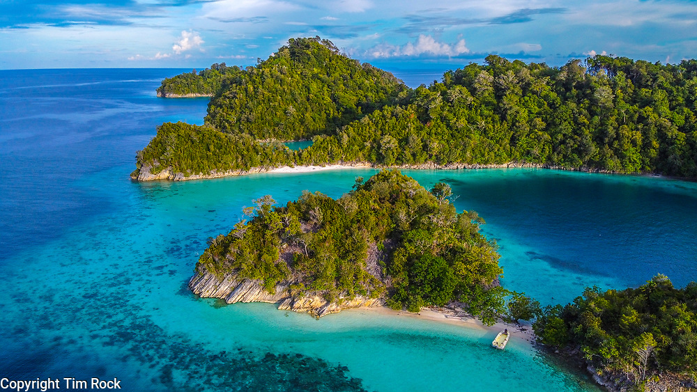 DCIM\100MEDIA\DJI_0404.JPG Triton Bay Dec 2019 (West Papua Indonesia)