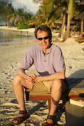 journalist: Jason Cowley, Preparing for the Le Prince Maurice Prize. Mauritius. 25 May 2006. ONE TIME USE ONLY - DO NOT ARCHIVE  © Copyright Photograph by Dafydd Jones 66 Stockwell Park Rd. London SW9 0DA Tel 020 7733 0108 www.dafjones.com