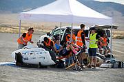Het team staat bij de start. Het Human Power Team Delft en Amsterdam, dat bestaat uit studenten van de TU Delft en de VU Amsterdam, is in Amerika om tijdens de World Human Powered Speed Challenge in Nevada een poging te doen het wereldrecord snelfietsen voor vrouwen te verbreken met de VeloX 7, een gestroomlijnde ligfiets. Het record is met 121,44 km/h sinds 2009 in handen van de Francaise Barbara Buatois. De Canadees Todd Reichert is de snelste man met 144,17 km/h sinds 2016.<br /> <br /> With the VeloX 7, a special recumbent bike, the Human Power Team Delft and Amsterdam, consisting of students of the TU Delft and the VU Amsterdam, wants to set a new woman's world record cycling in September at the World Human Powered Speed Challenge in Nevada. The current speed record is 121,44 km/h, set in 2009 by Barbara Buatois. The fastest man is Todd Reichert with 144,17 km/h.