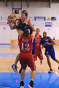 DESCRIZIONE : Borgosesia Torneo di Varallo Lega A 2011-12 EA7 Emporio Armani Milano Novipiu Casale Monferrato<br /> GIOCATORE : Matt Janning<br /> CATEGORIA :  Tiro Penetrazione<br /> SQUADRA : Novipiu Casale Monferrato<br /> EVENTO : Campionato Lega A 2011-2012<br /> GARA : EA7 Emporio Armani Milano Novipiu Casale Monferrato<br /> DATA : 10/09/2011<br /> SPORT : Pallacanestro<br /> AUTORE : Agenzia Ciamillo-Castoria/A.Dealberto<br /> Galleria : Lega Basket A 2011-2012<br /> Fotonotizia : Borgosesia Torneo di Varallo Lega A 2011-12 EA7 Emporio Armani Milano Novipiu Casale Monferrato<br /> Predefinita :