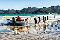 Pesca da tainha na Praia do Pântano do Sul. Florianópolis, Santa Catarina, Brasil. / Grey mullet fishery in Pantano do Sul Beach. Florianopolis, Santa Catarina, Brazil.
