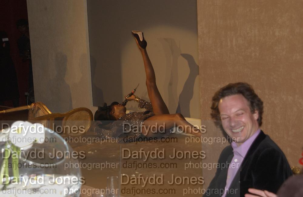 Grace Jones. Moet and Chandon fashion tribute to Philip treacy. V. & a. 16 April 2002. © Copyright Photograph by Dafydd Jones 66 Stockwell Park Rd. London SW9 0DA Tel 020 7733 0108 www.dafjones.com