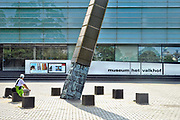 Nederland, Nijmegen, 2-6-2017Gemeentelijk museum voor oudheid en moderne kunst het Valkhof . In de volksmond Het Zwembad genoemd. Permanente expositie van de collectie Romeinse items uit opgravingen in de omgeving, regio, zoals helmen, gezichtsmaskers, aardewerk, glaswerk en een triomfzuil . Het museum zit in zwaar weer vanwege het sterk teruglopend bezoekersaantal en het op non actief zetten van de directeur Arend-Jan Weijsters door de Raad van Toezicht, terwijl de OR en het personeel de man willen houden. Het museum wil verbouwen, maar door terugtrekking van de postcodeloterij is er niet genoeg geld beschikbaar. Museale troubleshooter Jan van Laarhoven mag het uitzoeken.FOTO: FLIP FRANSSEN