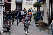Een meisje fietst door de Donkere Gaard in Utrecht.<br /> <br /> A girl is cycling at the Donkere Gaard in Utrecht.