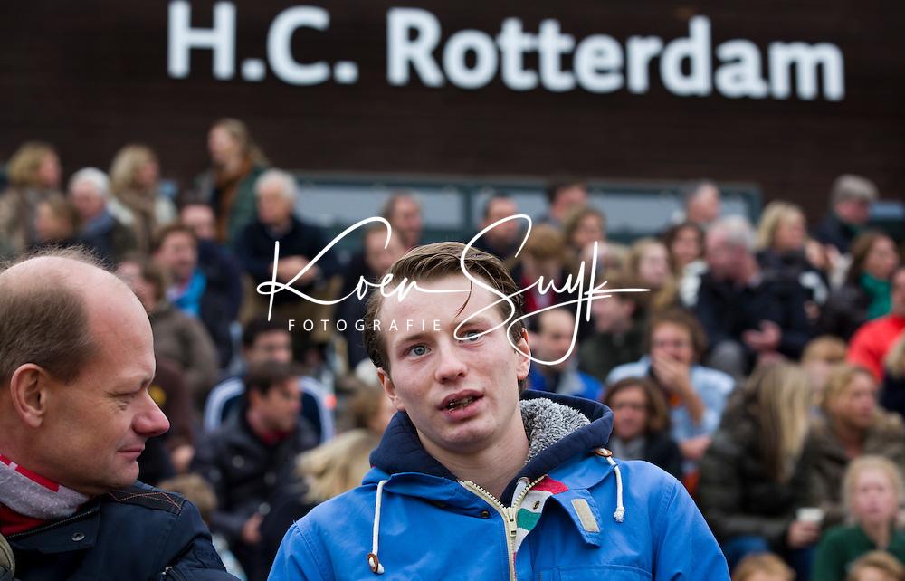 ROTTERDAM - HOCKEY -  Rotterdam speler Seve van Ass, die vorige week tijdens tijdens de wedstrijd tegen Amsterdam 7 tanden verloor en een gebroken kaak op liep ,  nu tijdens de hoofdklasse hockeywedstrijd tussen de mannen van Rotterdam en Oranje-Zwart (0-2). COPYRIGHT KOEN SUYK