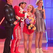 NLD/Hilversum/20130126 - 5e Liveshow Sterren Dansen op het IJs 2013, Paul Turner en schaatspartner Scarlett Rouzet en Gerard Joling met Tess Milne