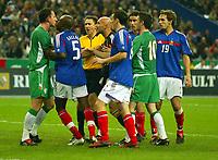 Fotball<br /> VM-kvalifisering<br /> 09.10.2004<br /> Foto: BPI/Digitalsport<br /> NORWAY ONLY<br /> <br /> Frankrike v Irland 0-0<br /> <br /> Fabien Barthez lashes out Andy O'Brien