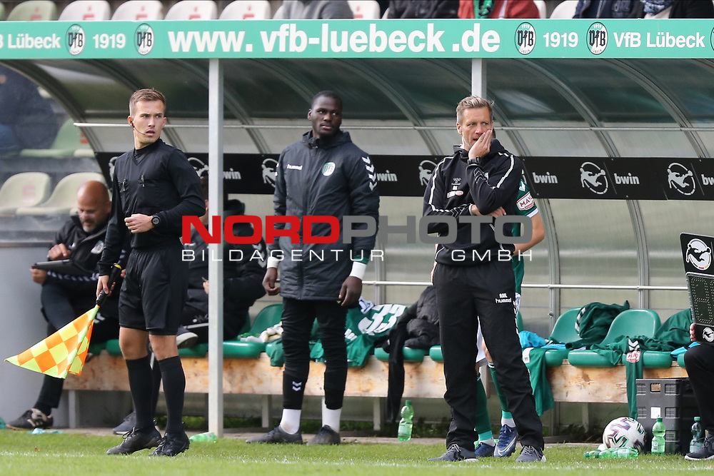 17.10.2020, Dietmar-Scholze-Stadion an der Lohmuehle, Luebeck, GER, 3. Liga, VfB Luebeck vs SG Dynamo Dresden <br /> <br /> im Bild / picture shows <br /> Trainer Rolf Martin Landerl (VfB Luebeck) ist fassungslos<br /> <br /> DFB REGULATIONS PROHIBIT ANY USE OF PHOTOGRAPHS AS IMAGE SEQUENCES AND/OR QUASI-VIDEO.<br /> <br /> Foto © nordphoto / Tauchnitz
