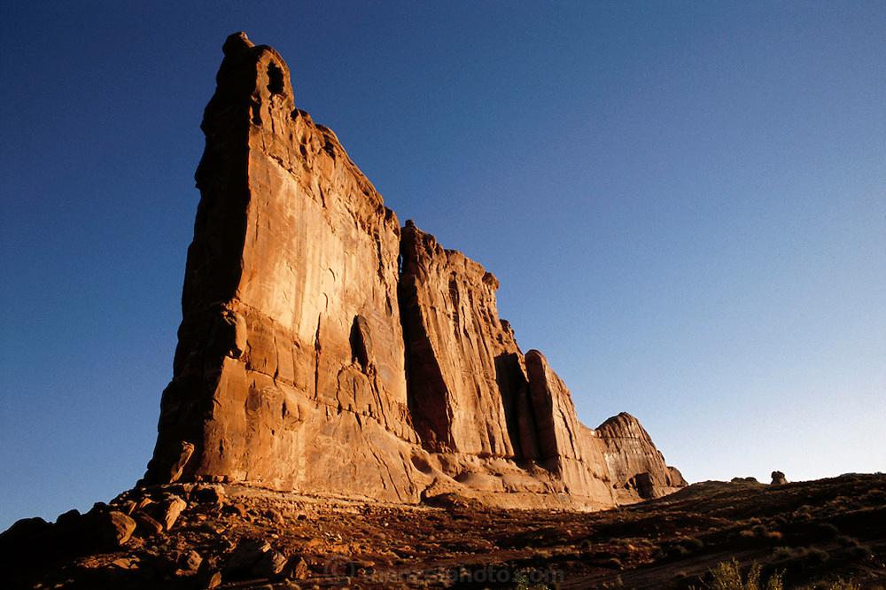 USA_UT_1_xs.Sandstone spire, Arches National Monument, Utah. USA.