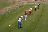 HEELSUM - Romy (28.6) , Yvonne (27), Theo (18) en Emile (18) Sloof<br /> Co van Liere (25,9)<br /> verschillende kleuren tees op de Heelsumsche GC. FOTO KOEN SUYK