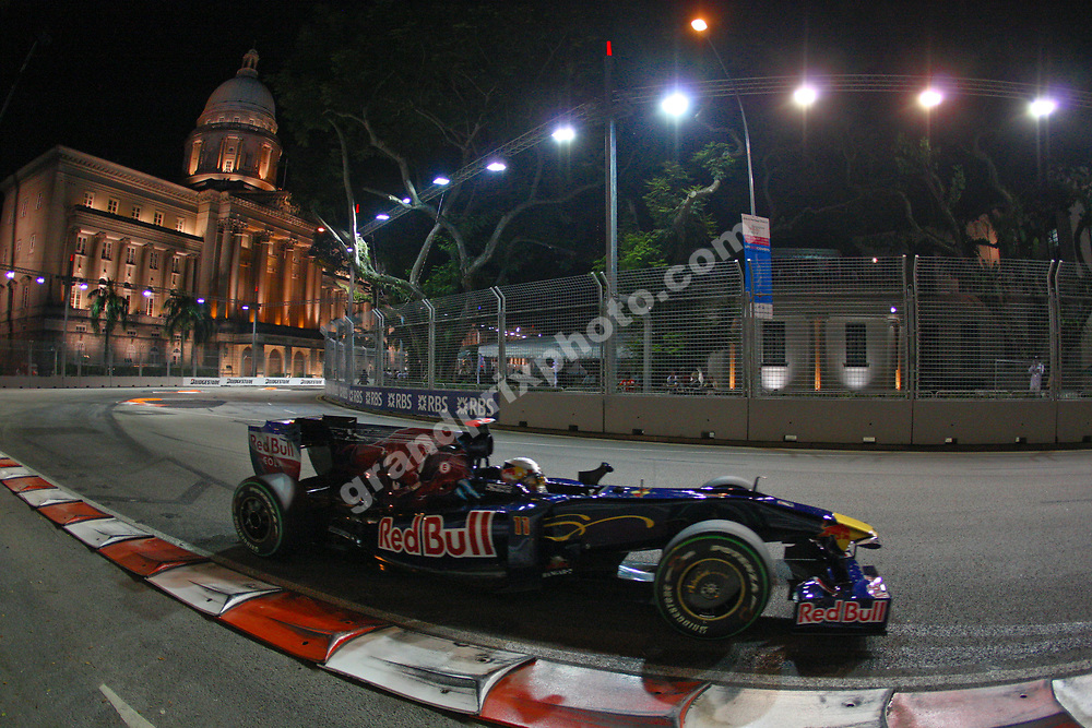 Sebastian Webber (Red Bull-Renault) passing the Singapore City Hall in qualifying before the Singapore Grand Prix 2009. Photo: Grand Prix Photo