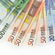 Nederland Barendrecht 29 maart 2009 20090329 Foto: David Rozing ..bankbiljetten, valuta, betaalmiddel, 20, 50, 100. briefje, briefjes, twintig, vijftig, honderd, kosten,papiergeld,biljet,biljetten,bankbiljet,bankbiljetten,eurobiljet,eurobiljetten, betaalmiddelen,recessie, kredietcrisis, economie,.money , euro stockbeeld, stockfoto, stock, studio opname, illustratie.Foto: David Rozing